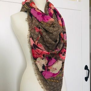 New with Tag!Authentic Gucci Shawl
